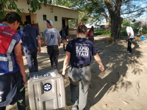 Global Medic team bringing gear to Estaquinha